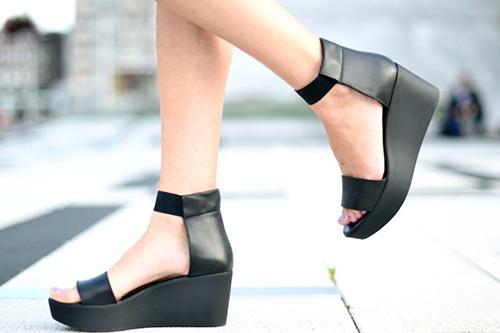 Купить модные черные платформы
